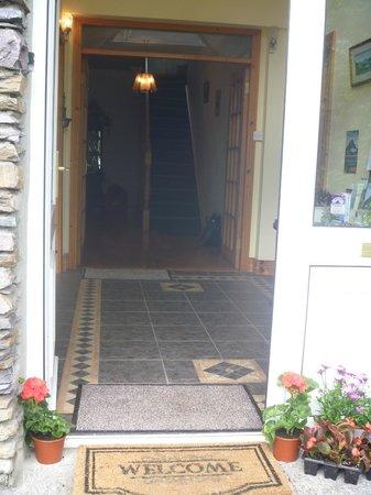 O'Sheas B & B: Welcome Entrance to O'Sheas