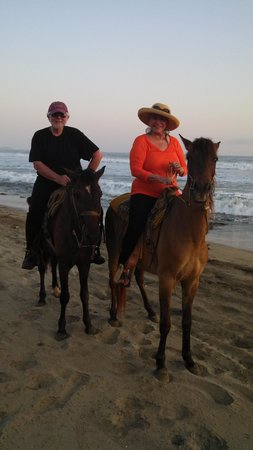 Tres Mujeres Boutique Hotel & Yoga Retreat : Riding on the Beach