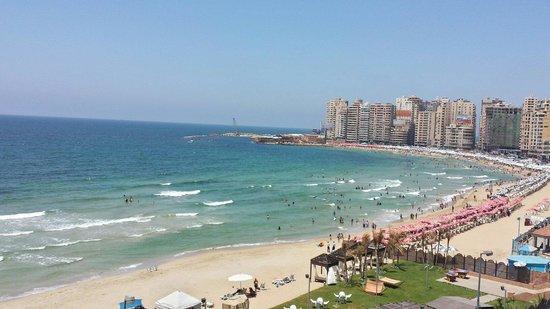 Hilton Alexandria Corniche : View from the pool