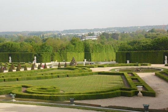 Chateau de Versailles: Vista do jardim pela janela do palácio
