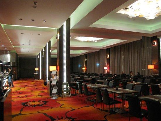 Warszawianka Centrum Kongresowe Hotel Wellness & SPA : Luksusowo urządzona sala jadalna.
