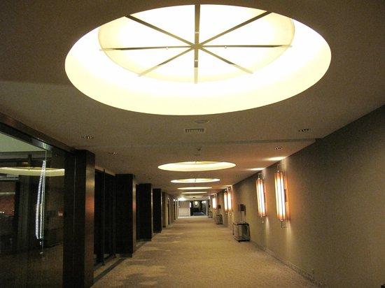 Warszawianka Centrum Kongresowe Hotel Wellness & SPA : Przestronne, a jednocześmie przytulne wnętrza.