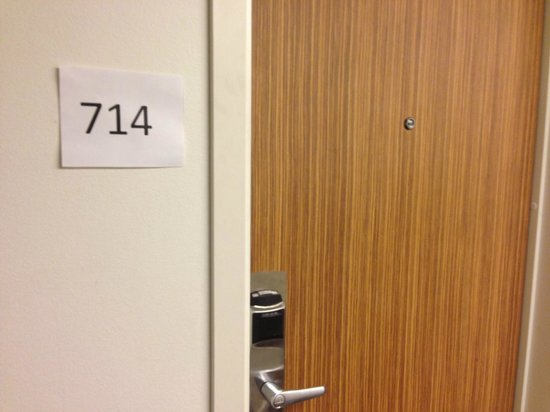 Comfort Hotel Xpress Youngstorget : Multiple rooms had paper printed room numbers.