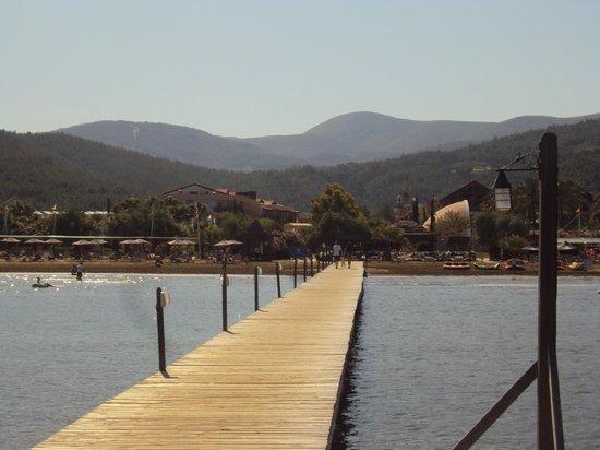 Aqua Fantasy Aquapark Hotel & SPA: view of the beach from the pontoon