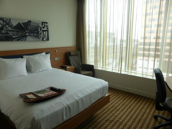 Hampton by Hilton Amsterdam / Arena Boulevard: Bed