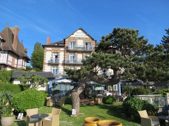 Hotel Restaurant Le Bellevue: Hotel garden 1