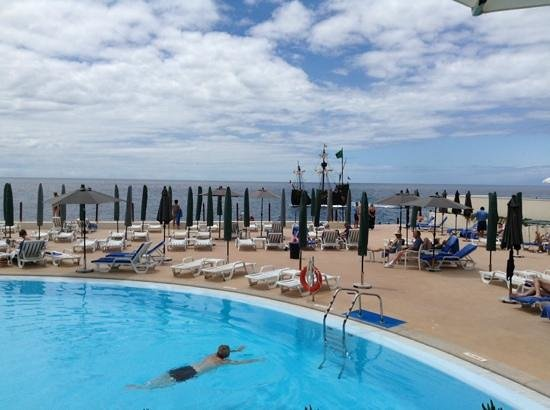 Hotel The Cliff Bay: lower deck pool view
