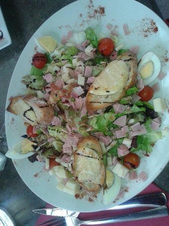 Le Belzunce : Salade de chèvre chaud