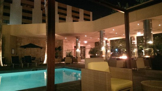 Los Angeles Marriott Burbank Airport: Pool area (open until 11pm)