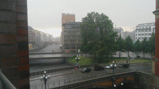 Steigenberger Hotel Hamburg: Blick aus Zimmer