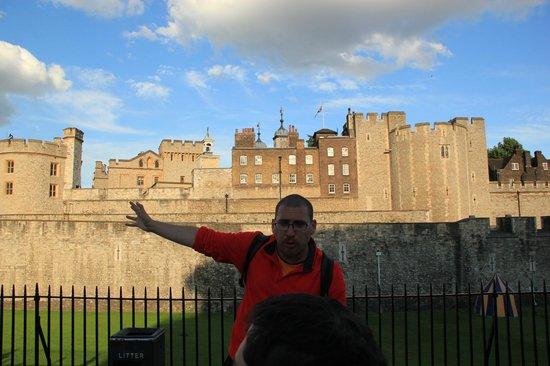 SANDEMANs NEW Europe - London: Julián! Uno de los guías del Tour de la Ciudad Antigua! la mejor manera de descubrir la City!