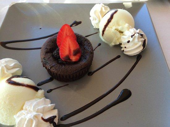 Kyano Beach Restaurant: Chocolate fondant