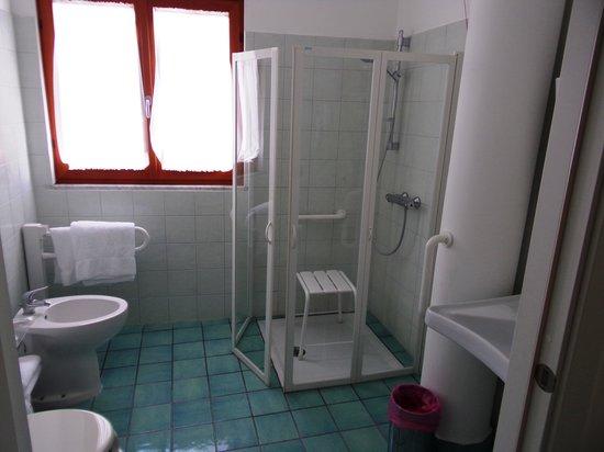 Bagni Arcobaleno: la salle de bain pour handicapés