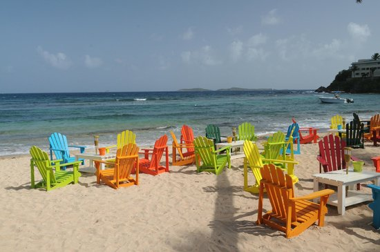 Iggies Beach Bar & Grill: Enjoy a cool drink in one of our chairs on the beach