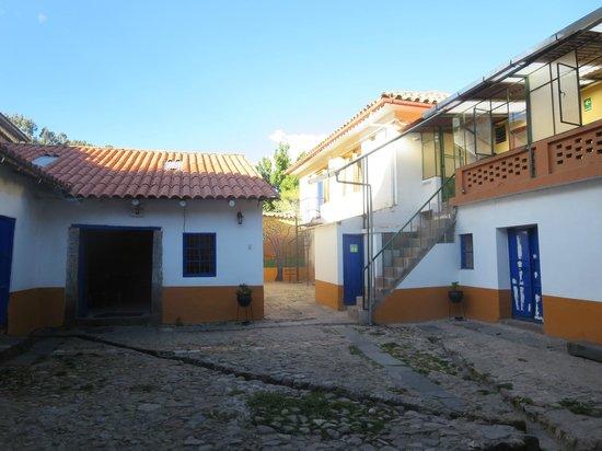 Kurumi Hostel: Courtyard