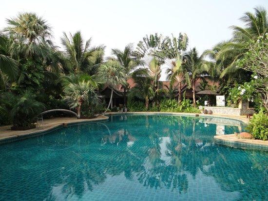 Laluna Hotel and Resort: LA piscine