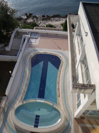 Brioni Hotel: swimming pool above sea