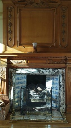 Glencoe House: One of two cozy fireplaces
