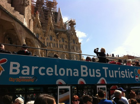 Barcelona Bus Turistic: the carraige awaits