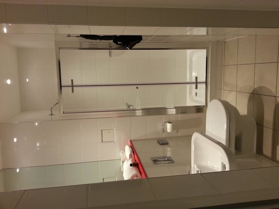 Point A Hotel, London Kings Cross St Pancras: The bathroom for room 23