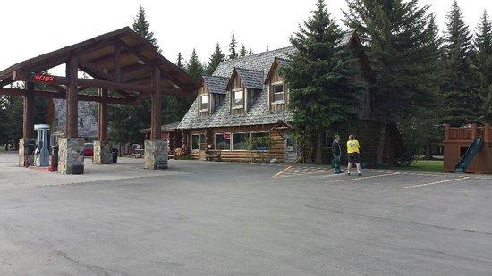 Hatchet Resort: Outside