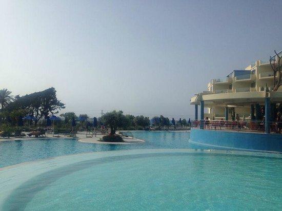 Atrium Platinum Hotel : Pool Area