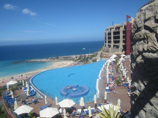 Gloria Palace Royal Hotel & Spa: View from sun terrace