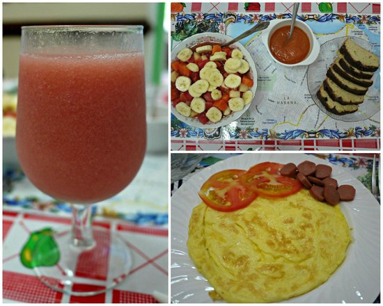 Casa Cristo Colonial: The amazing breakfast - fresh juice, omelette, fruit salad, and chocolate bread with jam!