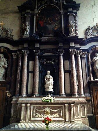 Onze-Lieve-Vrouwekerk: Madonna and Child