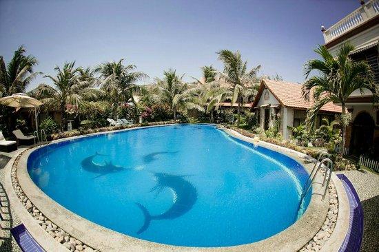 Green Organic Villas: Swimming pool