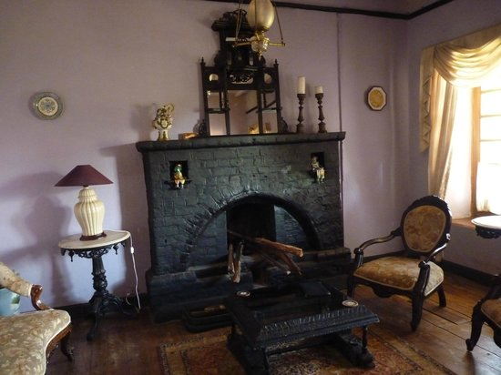 Lymond House: Fire place at reading room
