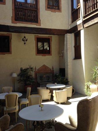 Hotel Casa 1800 Granada: court yard area