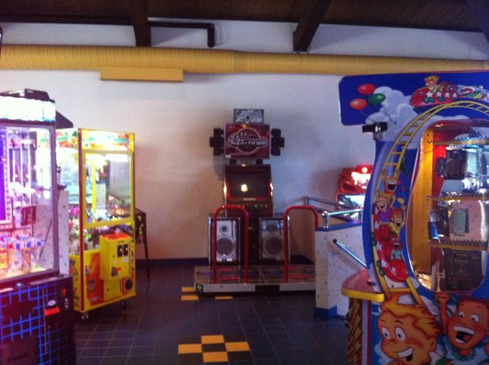 The Abbey Resort & Avani Spa : Arcade great for kids and adults.