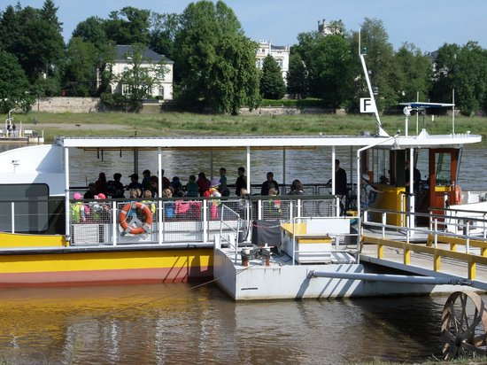 Villa am Waldschloesschen: Ferry across the Elbe