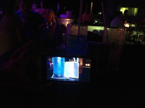 Grand Oasis Sens: En uno de los bares