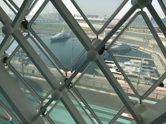 Yas Viceroy Abu Dhabi : Marina and F1 track view from 1704