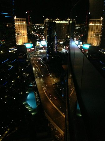 Vdara Hotel & Spa: Vista noturna do quarto - fundos