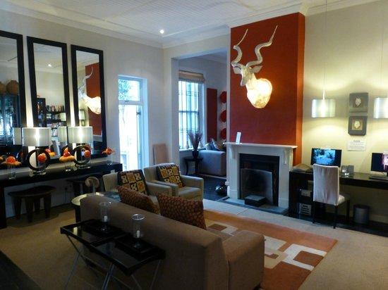 An African Villa: Lounge