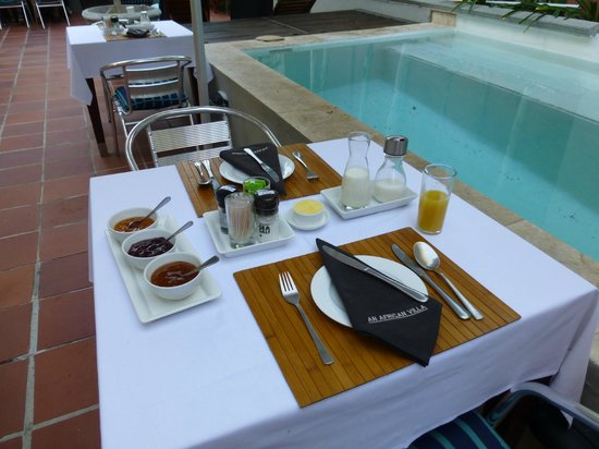 An African Villa: Breakfast by the pool