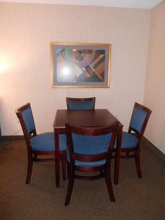 Comfort Inn & Suites : King Suite Dining Area