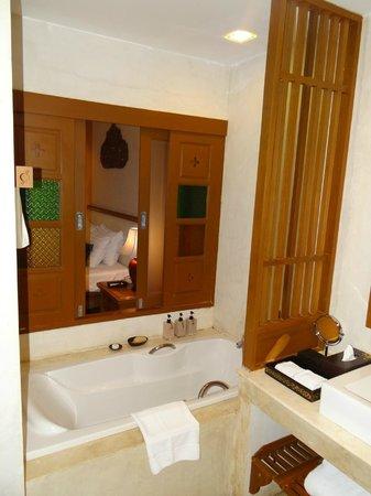 The Rim Resort: salle de bains donnant sur la chambre