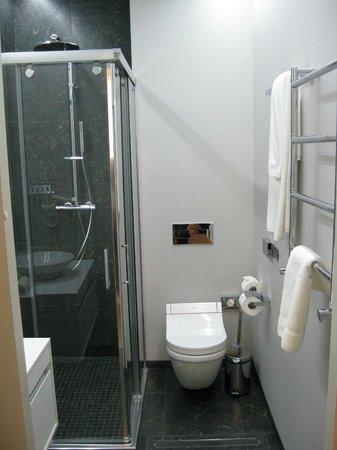 Astoria Hotel: Bathroom