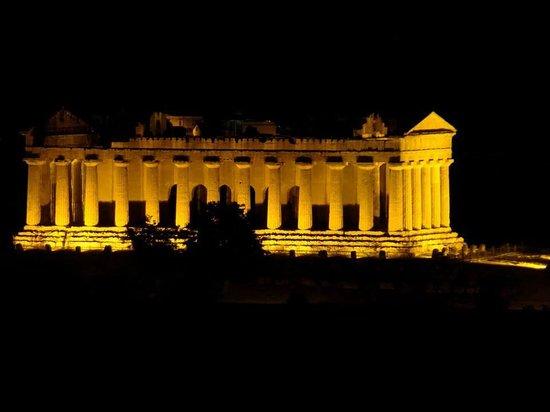 """Hotel Costazzurra Museum & SPA : Visita """"gratuita"""" nocturna al Valle de los Templos"""