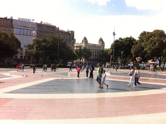 Plaza de Cataluna: the square
