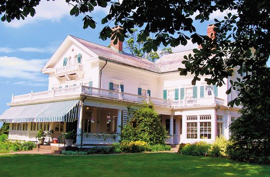 Southington, CT: Beautiful Barnes Museum has 17 rooms that are open to the public