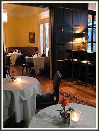 J.H. Adams Inn: Hampton's Bar