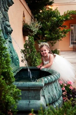 J.H. Adams Inn: Fountain Girl