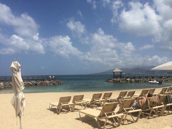 Sandals LaSource Grenada Resort and Spa: Main beach area