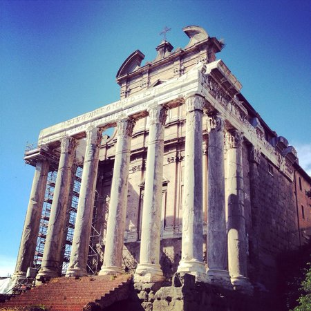 Palatine Hill: Ruinas de um antigo templo romano dentro do forum