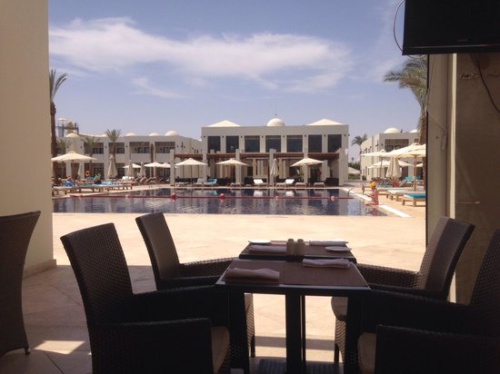 SENTIDO Reef Oasis Senses Resort: The patio bar wonderful place to relax and eat great fresh food.